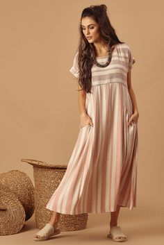 Midi Linen Dress with Folded Sleeves What's New Simple Dresses, Casual Dresses, Fashion Dresses, Kurta Designs, Saree Blouse Designs, Indian Designer Outfits, Designer Dresses, Linen Dresses, Cotton Dresses