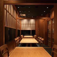 AYANO │ RESTAURANT │ PROJECT │ age インテリアデザインのエイジ Japanese Table, Japanese Shop, Japanese Modern, Japanese Design, Japanese Restaurant Interior, Japanese Interior, Cafe Shop, Interior Lighting, Restaurant Bar