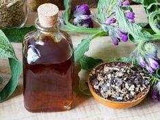 Olej żywokostowy to naturalny środek, który musi znajdować się w każdej domowej apteczce. Od bardzo dawna wykorzystuje się go w dolegliwościach bólowych. Acai Bowl, Natural Remedies, Pudding, Breakfast, Health, Desserts, Fit, Liquor, Acai Berry Bowl