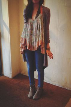 Loving this ensemble. Floaty top, long cardi, skinny jeans and flat, tan ankle boots. Casual boho for the weekends.