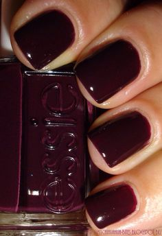 Essie - Carry On. I love this color, too bad essie nail polish never stays on my nails well. Love Nails, How To Do Nails, Pretty Nails, My Nails, Emoji Nails, Pink Nail Polish, Pink Nails, Deep Red Nails, Nail Polishes