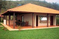 Pequeña casa de dos dormitorio   Village House Design, Village Houses, Style At Home, Bungalow, Hacienda Homes, Mud House, Small House Design, Farmhouse Plans, Tropical Houses