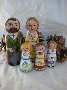 Little House on the Prairie Wooden Peg by ThisLittlePeggy on Etsy Wood Peg Dolls, Clothespin Dolls, Hobbies And Crafts, Crafts To Make, Crochet Christmas Garland, Pretty Pegs, Book Christmas Tree, Homemade Dolls, Making Dolls