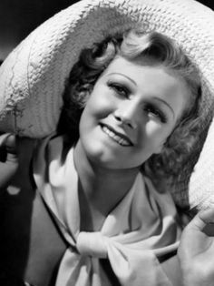 Jean Harlow, her hair not her trademark platinum blonde shade. Vintage Hollywood, Hollywood Glamour, Hollywood Stars, Classic Hollywood, Hollywood Actresses, Hollywood Icons, Marilyn Monroe, Jean Harlow, Actrices Blondes