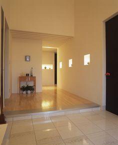 玄関 施工例 マキハウス: 福岡の注文住宅・戸建分譲・リノベーション Entrance, Entryway, Door Entry