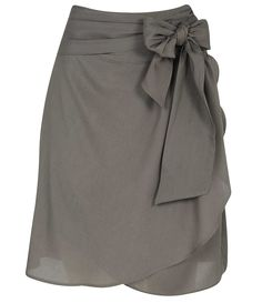 Would love this in another colour, but don't think I'd have anything to wear on top that wouldn't cover the bow. Cute Skirts, Cute Dresses, Casual Dresses, Casual Outfits, Young Fashion, Girl Fashion, Fashion Outfits, Blouse And Skirt, Dress Skirt