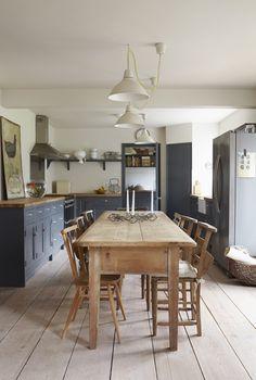 Koti Englannissa - A Home in England Tässä Kentissä sijaitsevassa taitelijan kodissa on rauhallinen värimaailma ja tunnelma: olohuoneessa ...