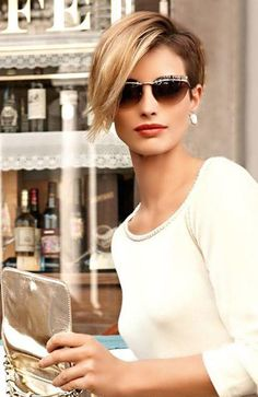 20 Stunning Deep Side Part Hairstyles - The Trend Spotter - 20 Stunning Deep Side Part Hairstyles - The Trend Spotter - Short Pixie Haircuts, Pixie Hairstyles, Hairstyles With Bangs, Cool Hairstyles, Side Part Hairstyles, Modern Hairstyles, Short Hair With Layers, Short Hair Cuts, Medium Hair Styles