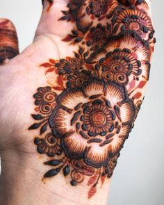 ex: Simple Mehide design 2019 Floral Henna Designs, Mehndi Designs For Girls, Arabic Henna Designs, Indian Mehndi Designs, Stylish Mehndi Designs, Mehndi Designs For Fingers, Wedding Mehndi Designs, Mehndi Design Pictures, Latest Mehndi Designs