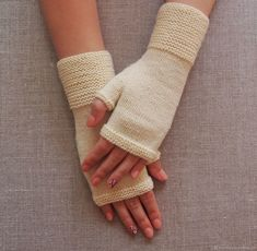 Fingerless Gloves Knitted, Crochet Gloves, Knitted Slippers, Mitten Gloves, Knit Crochet, Christmas Knitting Patterns, Hand Warmers, Pom Poms, Gowns