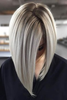 Sleek and Glossy Blonde Balayage Bob - 70 Perfect Medium Length Hairstyles for Thin Hair in 2019 - The Trending Hairstyle - Page 18 Blonde Balayage Bob, Brown Blonde Hair, Hair Color Balayage, Icy Blonde, Grey Hair Bob, Bronde Lob, Honey Balayage, Medium Blonde, Blonde Color