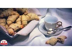 Ma il Cornetto si diffuse anche in Italia grazie ai rapporti commerciali tra Venezia e Vienna. Da allora non manca mai nella colazione dell'italiano doc!!! #ilovebaqery #cornetti #italia #vienna #venezia #colazione #tradizioni