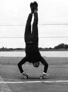 skate handstand