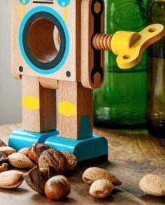 Robot cascanueces divertido y original