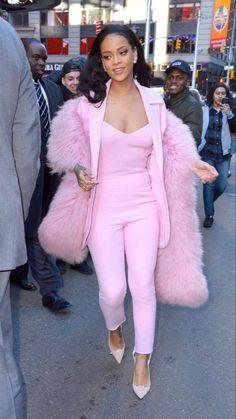 Mode Rihanna, Rihanna Riri, Rihanna Style, Rihanna Swag, Rihanna Fashion, Classy Outfits, Girl Outfits, Cute Outfits, Fashion Outfits