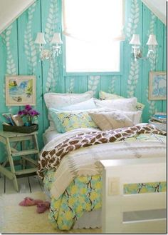 I would have no problem waking up in this cheery bedroom.