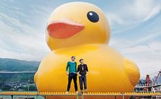 World's Biggest Rubber Duck Debuts in Hong Kong - My Modern Metropolis - Florentijn Hofman
