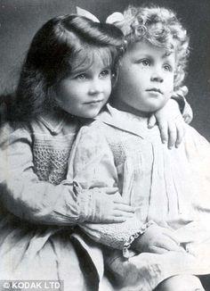 Elizabeth Bowes Lyon - 1904