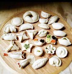Post with 1965 votes and 109877 views. Shared by 21 ways to fold dumplings Homemade Dumplings, Dumpling Recipe, Pasta Casera, Chinese Dumplings, Steamed Dumplings, Good Food, Yummy Food, Healthy Food, Dim Sum