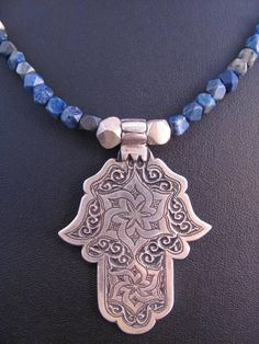 Spectacular silver and lapislazuli double necklace. The hamza is from South Morocco and it´s engraved with flower designs.