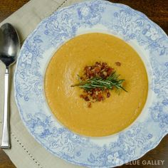 I love the color of this soup... it really looks and tastes like fall!