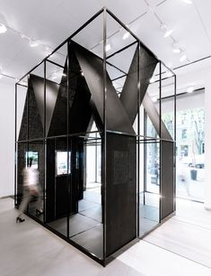 SET architects wraps steel-framed installation with black cloth SET architects' winning proposal is defined by two elements: its free-standing steel structure and the juta black cloth which displays a photography exhibit. Design Hotel, Kiosk Design, Display Design, Retail Design, Store Design, Signage Design, Exhibition Stand Design, Exhibition Display, Exhibition Space
