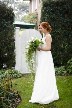 white and greenery bridal look #bride #bridals #weddingchicks http://www.weddingchicks.com/2014/04/09/english-garden-wedding-ideas/