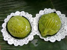 No-Frills Recipes ... cooking, baking & excerpts on travel: Pandan Angku Kuih