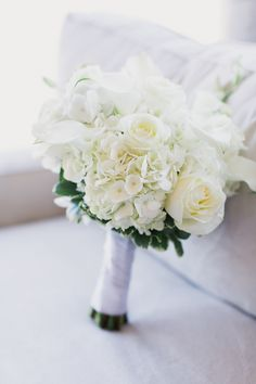 Beautiful white bouquet: http://www.stylemepretty.com/2015/03/31/elegant-new-york-city-wedding-at-morningside-castle/ | Photography: Mademoiselle Fiona - mademoisellefiona.com