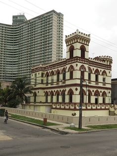 House in Havana and FOCSA building at the back
