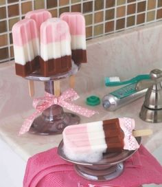 DIY Home Sweet Home: 12 Fun, DIY Soap Recipes (Perfect for gifts)