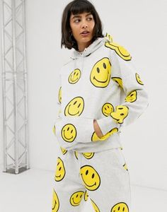 Shop Chinatown Market oversized hoodie with all over smiley print at ASOS. Order now with multiple payment and delivery options, including free and unlimited next day delivery (Ts&Cs apply). Bold Prints, Discount Shopping, Fashion Labels, Hoodies, Sweatshirts, Smiley, My Outfit, Fitness Models, Latest Trends