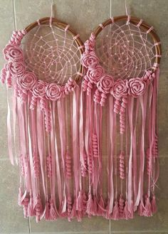 Centers of dreamcatchers Making Dream Catchers, Dream Catcher Craft, Dream Catcher Boho, Crochet Dreamcatcher, Macrame Art, Dreamcatchers, Diy And Crafts, Arts And Crafts, Crochet Wall Hangings