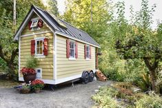 Cabin in Olympia, United States. Enjoy a beachfront getaway while trying out tiny living.  The Bayside Bungalow tiny house is nestled in a beautiful, rural waterfront setting.  It has all the amenities of home just in smaller size.  Enjoy a fire in our fire pit or the trails at t...