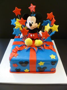 Mickey Mouse gift cake : Outta The Oven Bolo Do Mickey Mouse, Mickey Mouse Gifts, Mickey And Minnie Cake, Bolo Minnie, Mickey Cakes, Minnie Mouse Cake, Mickey Mouse Parties, Disney Parties, Mickey Party