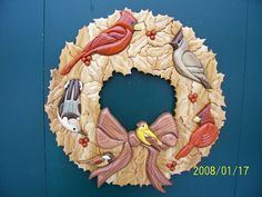 Wood Wreath, Burlap Wreath, Intarsia Wood Patterns, Wood Mosaic, Puzzle Art, Beginner Woodworking Projects, Holly Berries, Wood Crafts, Wreaths
