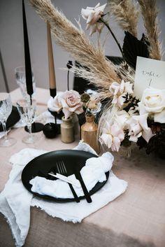 Wedding Goals, Chic Wedding, Wedding Table, Rustic Wedding, Dream Wedding, Wedding Day, Wedding Flowers, Wedding Ceremony, Reception Decorations