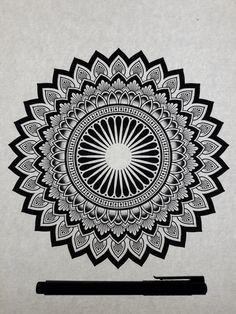 Black and white mandala mandalas/zentangle mandala artwork, Mandala Art Lesson, Mandala Artwork, Mandalas Painting, Mandalas Drawing, Mandala Simple, Tatuaje Cover Up, Watercolor Mandala, Mandala Tattoo Design, Geometric Mandala Tattoo