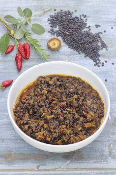 Trita finemente il sedano, la carota e la cipolla e falli appassire nell'olio con gli odori e il peperoncino.  Unisci le lenticchie lavate e scolate,...