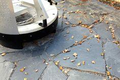 Liuskekivillä saat moni-ilmeisyyttä pihalle. #liuskekivi #betonilaattaoy