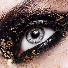 DIVINE dramatic eye by #MUA @jadynngo!!! ⚡️⚡️⚡️ Absolutely adore this stunning creation using #phantom002 black caviar gel liner and a touch of #gold001!!! #regram