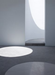 Greek Chapel, Mykonos | James Gorst Architects. Photography by Stale Eriksen Minimal Architecture, Space Architecture, Architecture Details, Minimalist Design, Minimalist Interior, Modern Church, Ceramic Houses, Built Environment, Space Fashion