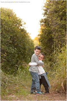 Mesa family photography session in the Orange Groves | Lisa d. Photography |Orange Grove Family Session