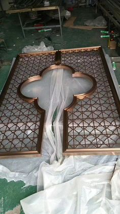 Chinese manufacturer of laser cut screens and modern metal furniture, specialize in custom design decorative metal products and ship worldwidely. Window Grill Design, Screen Design, Decorative Metal Screen, Jaali Design, Arabic Decor, Door Gate Design, House Plants Decor, Moroccan Decor, Steel Doors