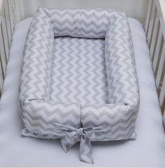 Ninho Redutor para Bebê em Percal 100% Algodão. O ninho foi desenvolvido pensando no acolhimento do bebê ao sair do conforto e aconchego da barriga da mãe. Arremete ao conforto, passa sensação de segurança ao bebê, o que garante um sono tranquilo desde os primeiros dias de vida. Pode ser usado...