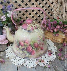 I will show you how to decoupage a lovely tea box from. I used decoupage glue and paper napkins. Shabby Chic Vintage, Shabby Chic Crafts, Shabby Chic Interiors, Shabby Chic Kitchen, Shabby Chic Style, Shabby Chic Furniture, Shabby Chic Decor, Manualidades Shabby Chic, Interiores Shabby Chic