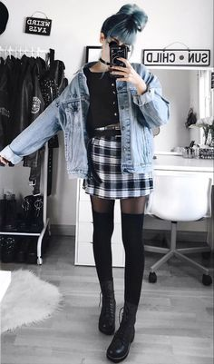 Best 34 outfit ideas for this winter grunge fashion winter, grunge winter o Grunge Winter Outfits, Hipster Outfits, Grunge Fashion Winter, Winter Grunge, Stylish Outfits, Outfit Winter, Dress Winter, Korean Outfits, Indie Outfits