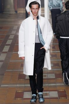 See all the Collection photos from Lanvin Spring/Summer 2015 Menswear now on British Vogue Fashion Week Hommes, Mens Fashion Week, Spring Fashion, Fashion Show, Fashion Design, Ss15 Fashion, Paris Fashion, Lanvin, Vogue Paris