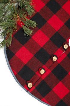 Christmas Tree Skirt in Buffalo Plaid ~ Diy Christmas Tree Skirt, Christmas Tree Skirts Patterns, Xmas Tree Skirts, Cabin Christmas, Christmas Sewing, Plaid Christmas, Rustic Christmas, Christmas Projects, Winter Christmas