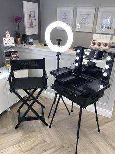 Makeup Studio Decor, Makeup Room Decor, Makeup Rooms, Salon Interior Design, Studio Interior, Black Makeup Room, Schönheitssalon Design, Esthetics Room, Beauty Room Decor